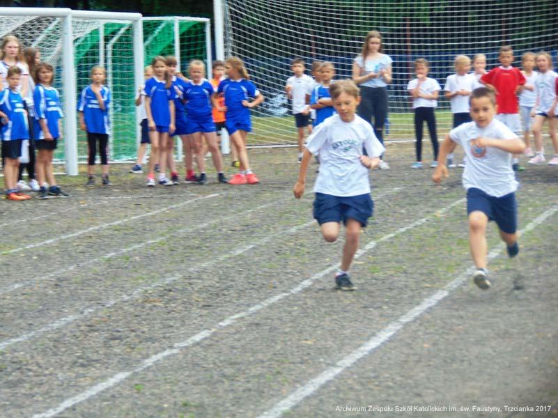 4065874e4 Miło nam ogłosić, że Anna Kadow i Julia Jaworska z klasy III zajęły II  miejsce w kategorii indywidualnej dziewcząt.